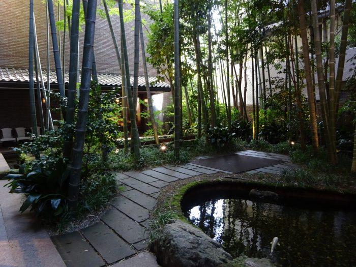 フォーチュンガーデン京都 中庭